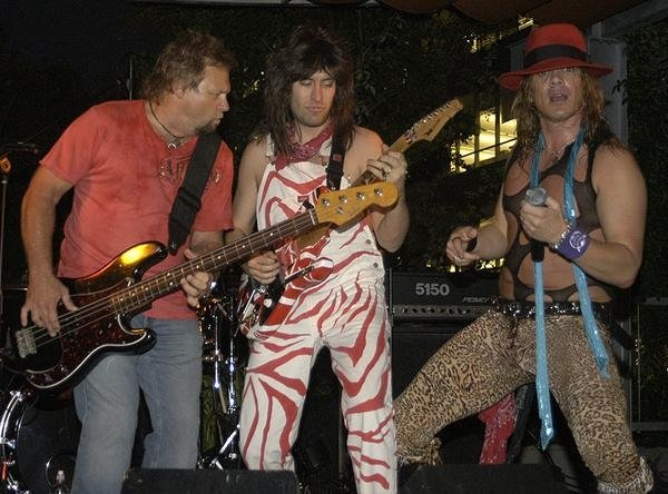 Michael Anthony performs with the boys